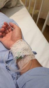 点滴用の針が入ったままの腕